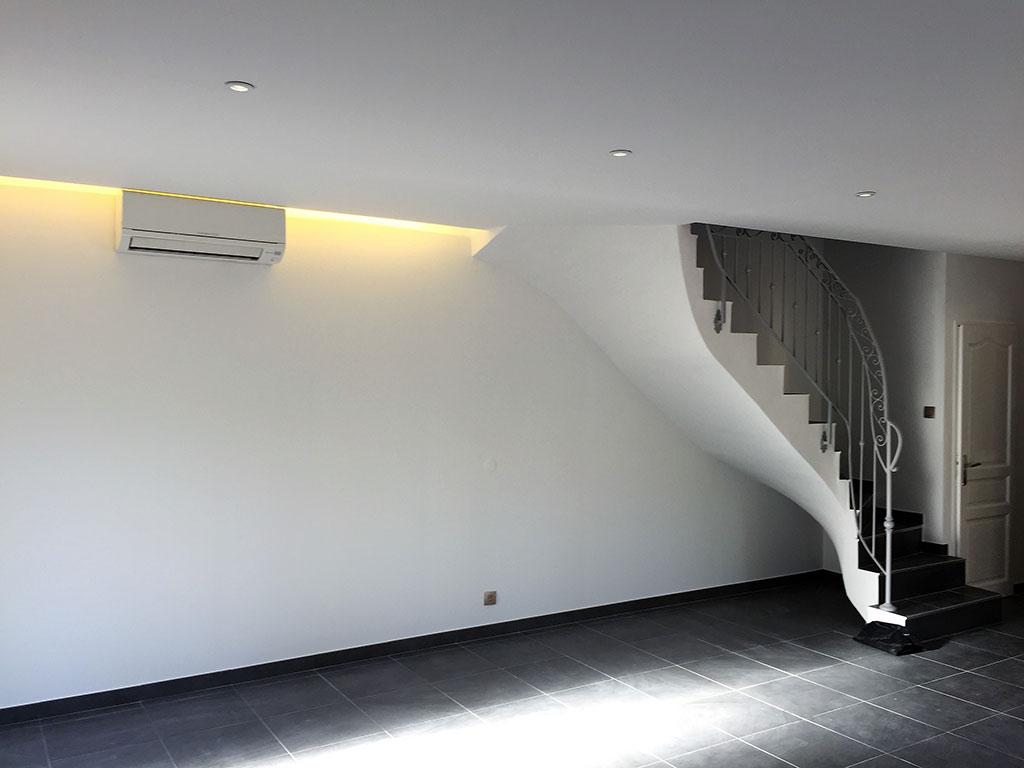 Sous face d'escalier en plâtre